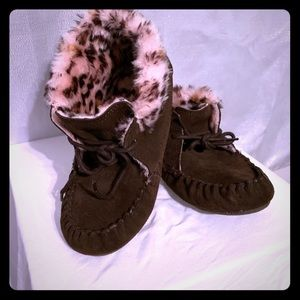 Other - Suede Moccasins with Faux Fur Lining. Girl's Sz4/5